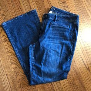 Loft Curvy Bootcut Jeans 16 👖